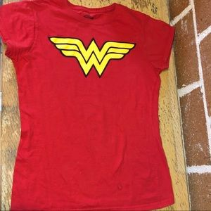 NWOT Wonder Woman tee size small